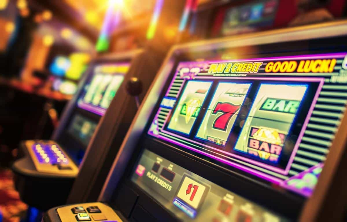 Comparison of an Online and a Land-Based Casino